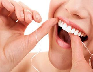 روش صحیح نخ دندان کشیدن